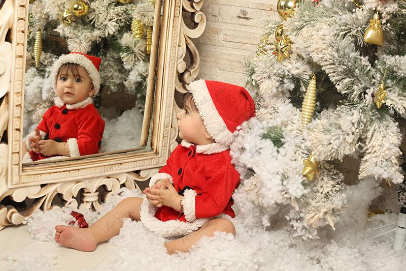تم کریسمس نوزاد