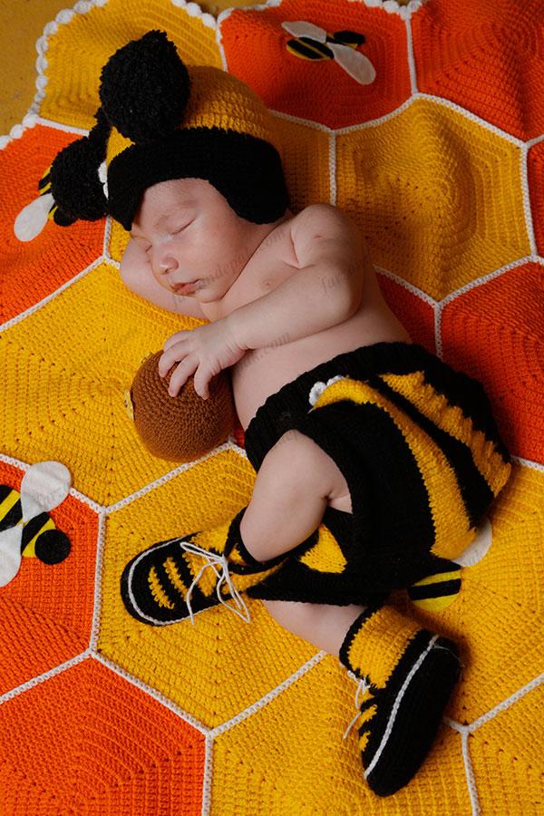 عکاسی نوزاد با تم زنبوری