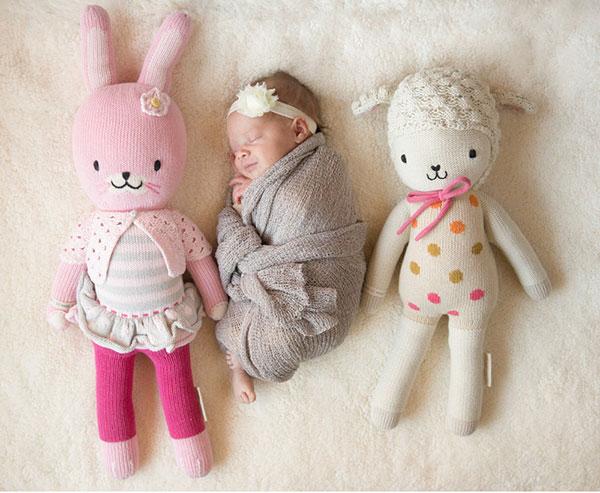 عکاسی نوزاد با عروسک