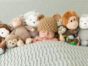 استفاده از عروسک در عکاسی نوزاد