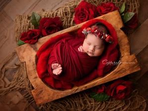 عکاسی نوزاد با تم رنگ قرمز