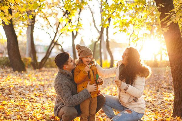 عکاسی خانوادگی در طبیعت پاییز