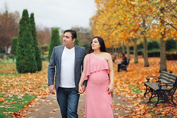 عکس پاییزی زن و شوهر در بارداری