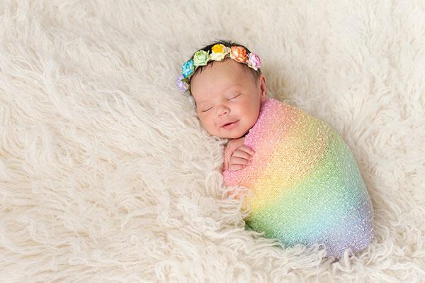 ایده عکاسی نوزاد با تم های رنگارنگ